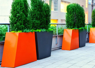 China Trapezoid Couple Tall Stainless Steel Planters For Outdoor Decoration supplier