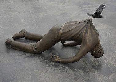 China Surprisingly Bronze Statue Metal Man Gravity - Defying Sculpture Artists supplier