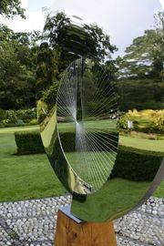 China Mirror Polished Contemporary Round Outdoor Metal Art Sculpture For Garden factory