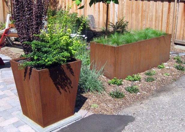 High Strength Rusted Steel Planters , Rectangular Metal Planter Forging Technique